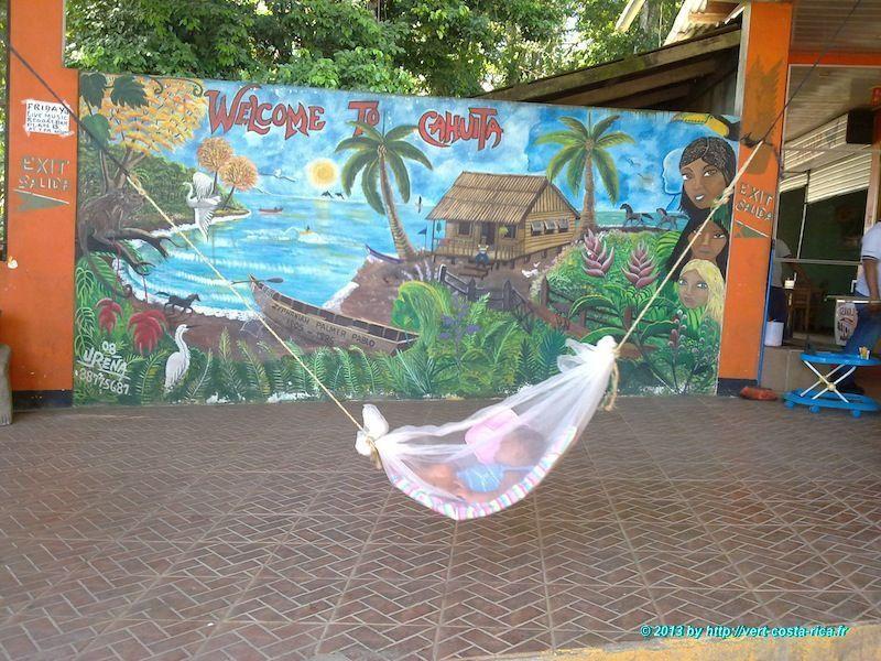 Ville de Cahuita au Costa Rica - arrêt de bus