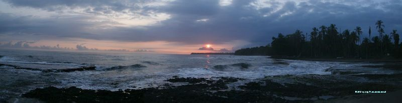 Lever de soleil depuis la plage de Cahuita au Costa Rica