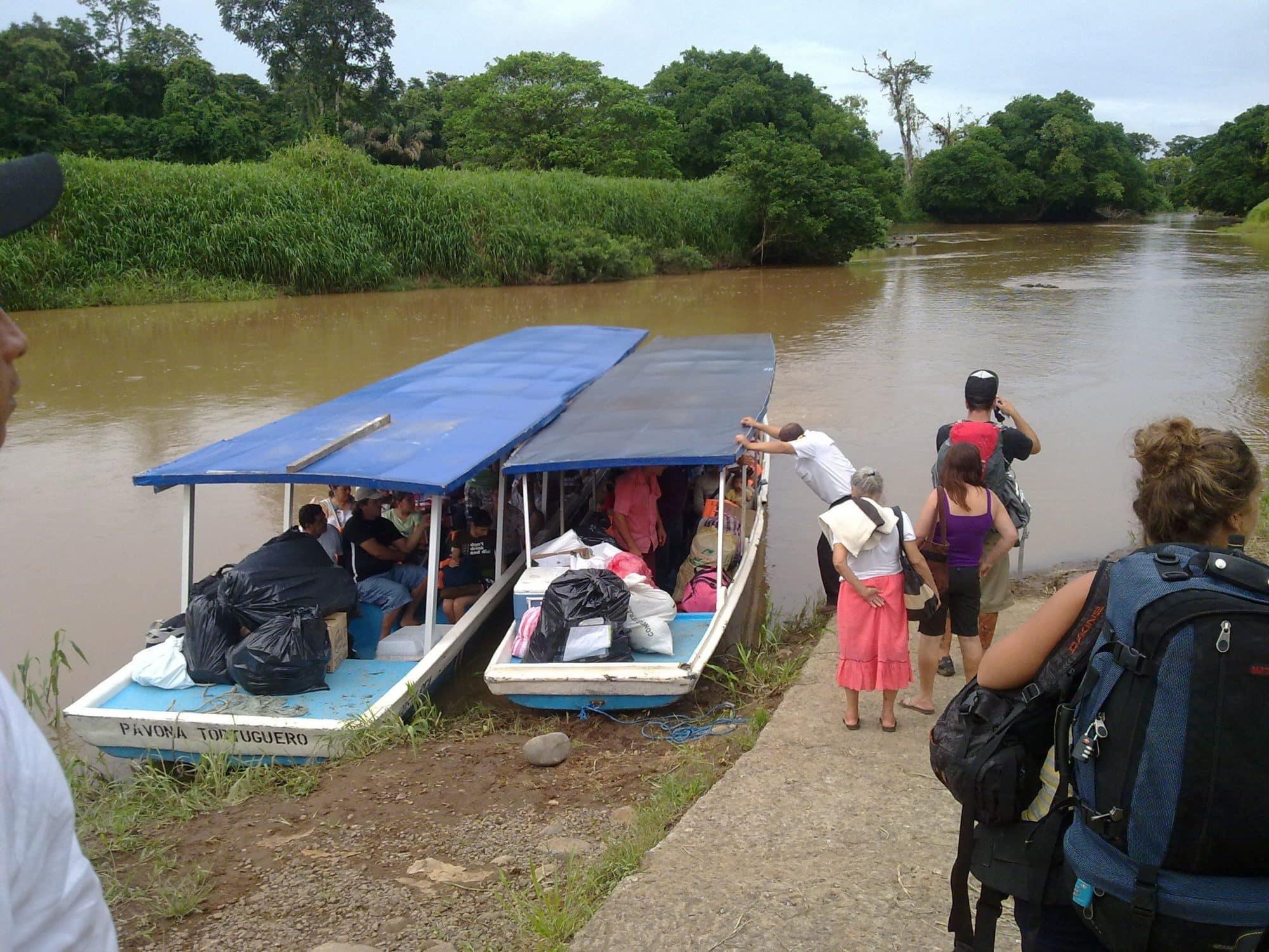 pour rejoindre en Bateau-taxi tortuguero village