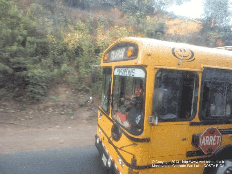 Bus pour rejoindre la Cascade San Luis de Monteverde