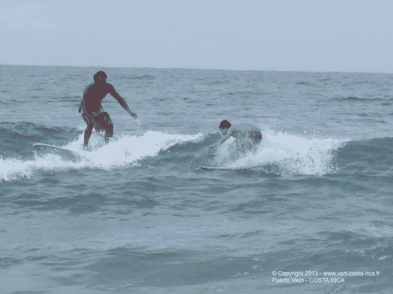 Surf à Puerto Viejo de Talamanca sur la plage de Cocles - Costa Rica