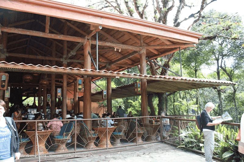 Le buffet à la Paz Waterfall Gardens