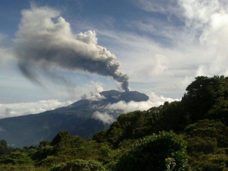 Volcan Turrialba au Costa Rica en éruption – Nov. 2014
