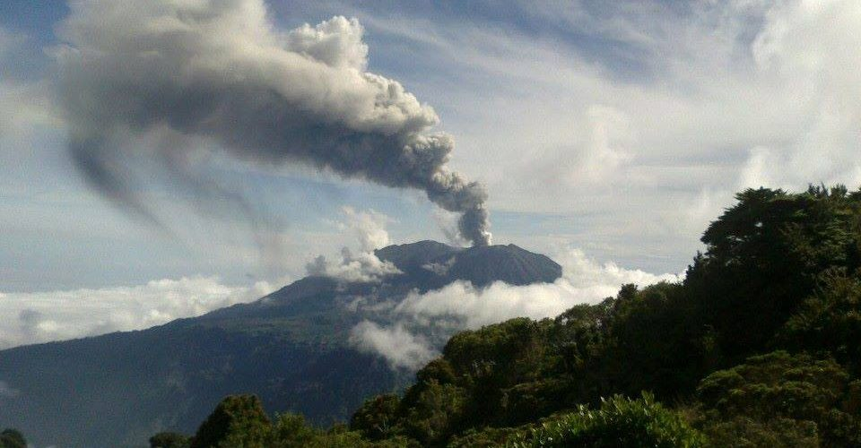 Volcan Turrialba au Costa Rica en éruption – Nov. 2014