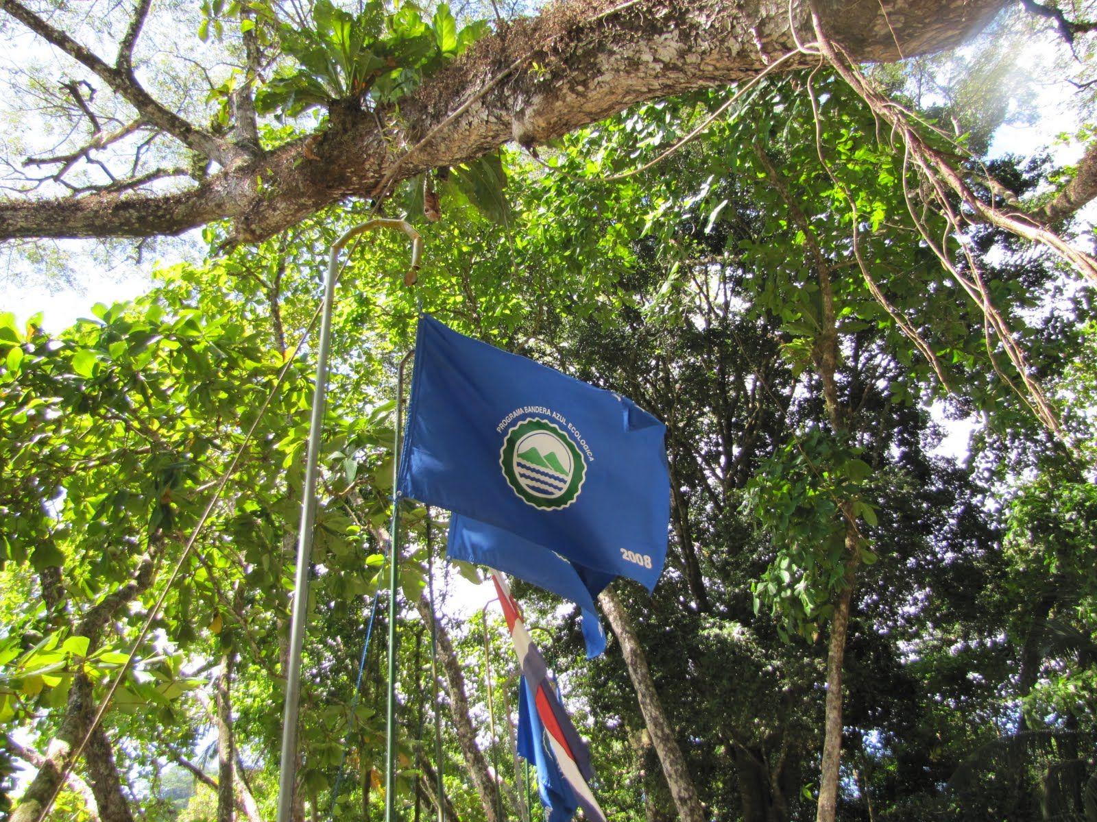 """Le Drapeau Bleu Écologique sur les plages du Costa Rica """"Bandera Azul Ecológica"""""""