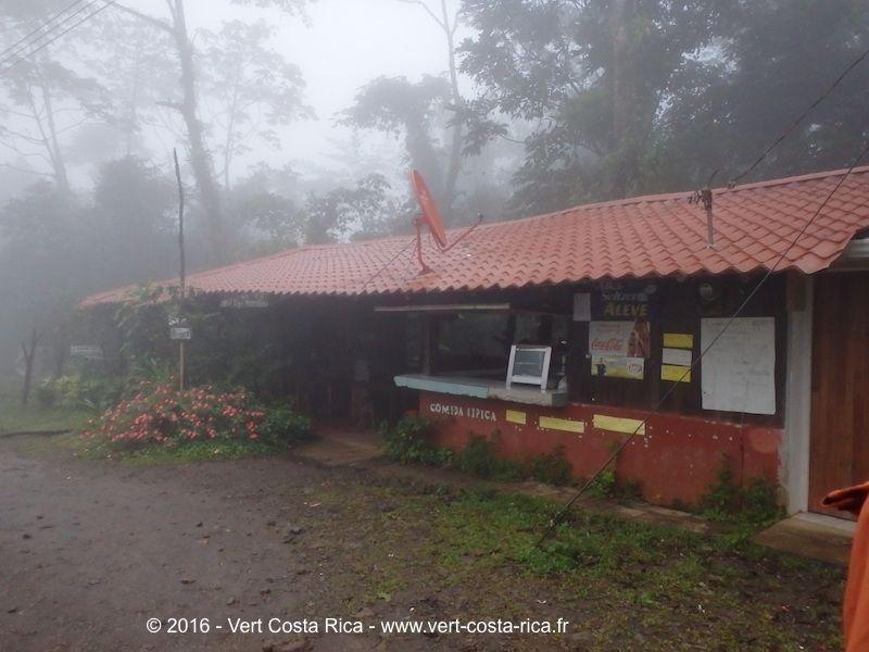 Rio Celeste : Cabinas Blau Cel Lodge & Río Celeste Info Center