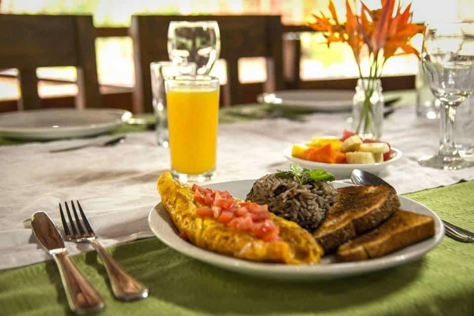 restaurant Pack-Corcovado-Service-vertcostarica