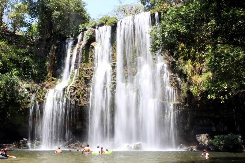 Cascade Llanos de Cortes au Costa Rica