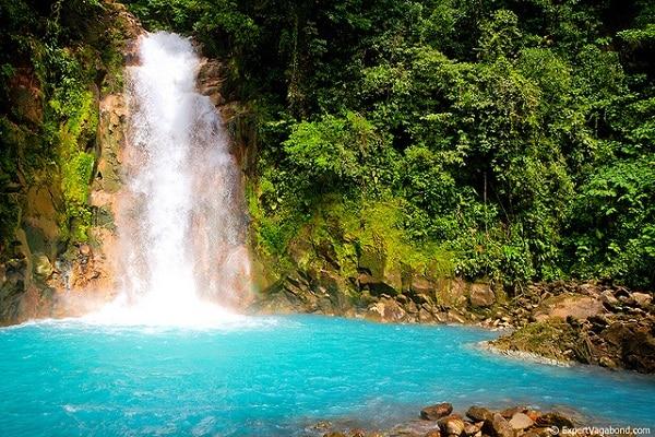 Cascade Rio Celeste au Costa Rica