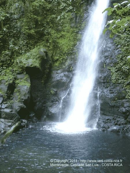 Cascade San Luis au Costa Rica